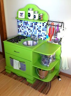 Another super awesome home made play kitchen :) Sassy Cows and Fancy Things: DIY: Children's Play Kitchen Childrens Play Kitchen, Diy Kids Kitchen, Kitchen Sets For Kids, Toy Kitchen, Awesome Kitchen, Repurposed Furniture, Kids Furniture, Bedroom Furniture, Furniture Design
