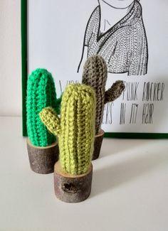 gehaakte cactus in houten potje  amigurumi door WoodWoolDesign
