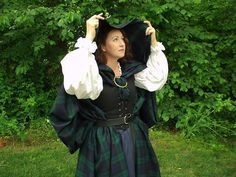 middle class women in scotland Scottish Costume, Scottish Dress, Scottish Clothing, Scottish Fashion, Renaissance Fair Costume, Renaissance Costume, Renaissance Clothing, Corsets, Outlander