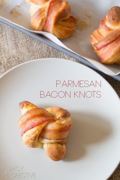Tender Yeast Rolls w/Parmesan Cheese tied into Knots w/a strip of Bacon. Bacon Recipes, Appetizer Recipes, Cooking Recipes, Appetizers, I Love Food, Good Food, Yeast Rolls, Snacks, The Best