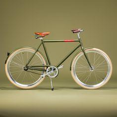 The Caféracer Screamin' Olive is a classic bike in a retro green color. Bici Retro, Velo Retro, Velo Vintage, Retro Bicycle, Vintage Bicycles, Velo Design, Bicycle Design, Bici Fixed, Push Bikes