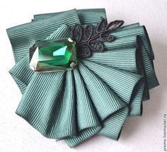 Ribbon Jewelry, Ribbon Art, Fabric Ribbon, Ribbon Crafts, Ribbon Bows, Jewelry Crafts, Fabric Flower Brooch, Fabric Flowers, Textile Jewelry