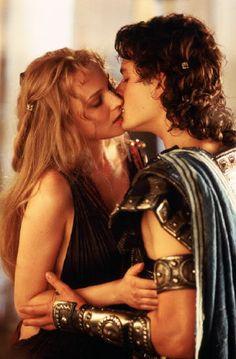 Diane Kruger & Orlando Bloom. (Troya, 2004)