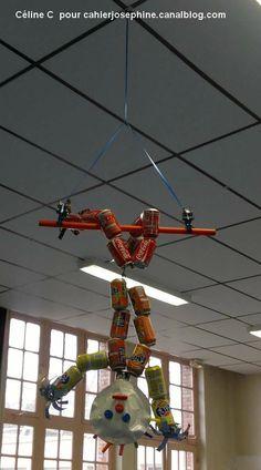 Vive les acrobates! - Les cahiers de Joséphine Circus Crafts, Circus Art, Circus Theme, Circus Decorations, Diy Robot, Cardboard Crafts, Diy Home Crafts, Recycled Crafts, Zoo Animals