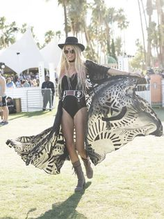 Music Festival Inspired Summer Outfits Wearing Tips/Makeups/Hairstyles Ideas You Need Try Coachella 2017 (Summer Trends 2017 Festival Trend Coachella 2017 Coachella Fashion Trends Celebrity Style Coachella Outfit Ideas Coachella 2016, Coachella Festival, Coachella Looks, Music Festival Outfits, Music Festival Fashion, Coachella Style, Fashion Music, Festival Trends, Festival Mode