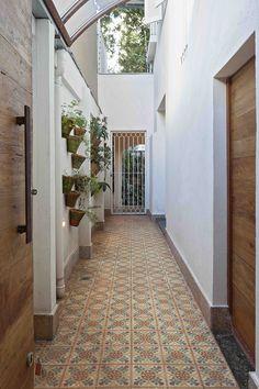 Aprenda a aproveitar melhor (e a decorar) o espaço do corredor