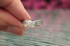 This is a very special Celtic V ring, delicate and lightweight, luminous and simply a beauty!  This ring is made of Sterling Silver .925 Size 5 US.........(3 in stock) Size 5.5 US......(4 in stock) Size 5.75 US....(1 in stock) Size 6 US.........(4 in stock) Size 6.75 US....(1 in stock) Size 7 US........ (5 in stock) Size 7.25 US....(1 in stock) Size 7.5 US......(4 in stock) Size 8 US.........(6 in stock) Size 8.5 US......(5 in stock) Size 9 US.........(2 in stock) Size 9.5 US......(2 in…