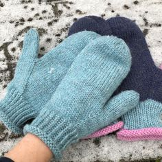 Ravelry: Garnomeras enkla vantar pattern by Maria Samuelsson Knitted Mittens Pattern, Knitting Wool, Knit Mittens, Knitted Gloves, Hand Knitting, Knitting Patterns, Easy Yarn Crafts, Circular Knitting Machine, Fingerless Mitts
