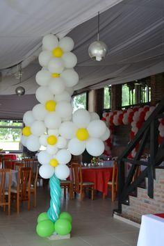 Columna forrada con racimo de flores de globos, balloons by Multifiesta