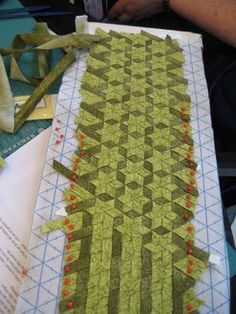 Patchwork Quilting, Quilting Tips, Quilting Projects, Quilting Designs, Quilts, Fabric Art, Fabric Crafts, Sewing Crafts, Diy Crafts