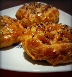Škvarkové placky Bread Recipes, Snack Recipes, Snacks, Food To Make, Cauliflower, Picnic, Food And Drink, Appetizers, Homemade