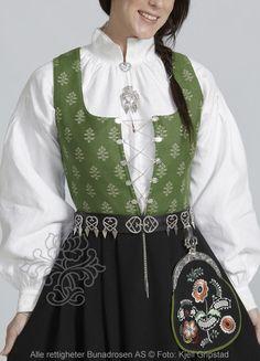 Østfoldbunad til dame - BunadRosen AS Folk Costume, Costumes, Ethnic Dress, Swedish Design, Summer Outfits Women, Norway, Scandinavian, National Art, Culture