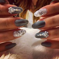 Grey gel with swarovski and glitter Nail Artist, Swarovski, Glitter, Nails, Grey, Beauty, Finger Nails, Gray, Ongles