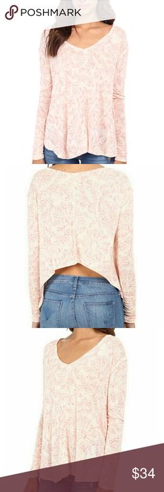 """Free People Printed Sahara Long Sleeve Hi- Lo Top Free People Printed Sahara Top, Size XS-VERY oversized!, Hi-lo silhouette, V-neck, Long sleeves with ruched cuffs, Pullover style, Center seam detail, Reverse hi-lo hem, Bust arond 20.5"""", About 26"""" from shoulder to hem, Rayon/linen, Pre owned great condition! Free People Tops Tees - Long Sleeve"""