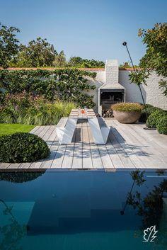 Realisaties   Vlaamse Landelijke Stijl met Moderne Accenten Landscape Design, Garden Design, Courtyard Pool, Backyard Pool Designs, Contemporary Garden, Garden Seating, Pool Houses, Water Garden, Garden Inspiration