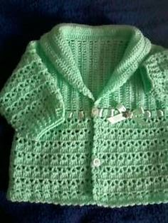 casaquinho de croche aqui usei a mesma receita e fiz com 3 cores. dose dupla- são p/ 2 menininhas gemeas. detalhe do bordadinho o mesmo ...