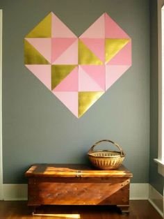 Valentines Craft Ideas! Giant Heart DIY Wall Art | http://diyready.com/cute-and-easy-valentine-decorations/