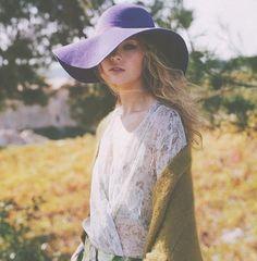 loving the big floppy hats Vogue Fashion, Boho Fashion, Fashion Models, Style Fashion, Bohemian Style, Boho Chic, Bohemian Summer, Gypsy Style, Hippie Style