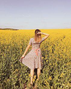 """Gréti 🌸 életmód-divat-smink on Instagram: """"🌼(Eléggé) személyes gondolatok:  Imádom, hogy tavasz van. A meleg napsütés nekem szabadságot jelképez. ☀️🤸🏻♀️A hosszú hideg…"""" Shoulder Dress, Ford, Instagram, Dresses, Fashion, Moda, Vestidos, Fashion Styles, Ford Trucks"""