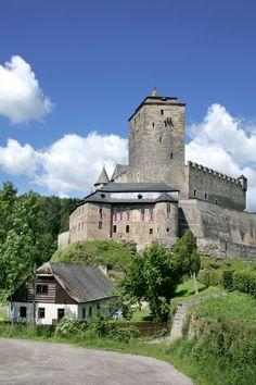 Gotický hrad Kost Prague, Beautiful World, Beautiful Places, Europe Photos, Holiday Destinations, Palaces, Czech Republic, Places To Visit, Traveling