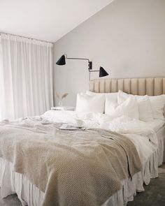 Bedroom Wardrobe, Bedroom Inspo, Home Bedroom, Master Bedroom, Bedrooms, Modern Bohemian Decor, Retro Home Decor, Cozy Living, Home Office Design