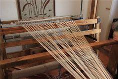 Heidin Iloinen Käsityökulma: Loimen laittaminen kangaspuihin 1/3: Loimen kiertäminen tukille Weaving, Wood, Crafts, Handmade, Diy, Manualidades, Hand Made, Woodwind Instrument, Bricolage