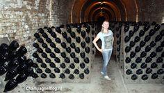 Barbara tussen de #champagnes van #Krug #Reims #ChampagneBabes