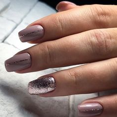 31 Chic Glitter Nail Art Designs #nailart #nails #nailcolor #glitternails #manicure