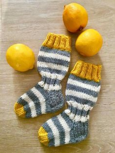 Knitted socks in grellow. Knitted socks in grellow. Always wanted to discover how to knit, nevert. Wool Socks, Knitting Socks, Knitted Baby Socks, Knitting Videos, Knitting Projects, Crochet Baby, Knit Crochet, Baby Sweaters, Tejidos