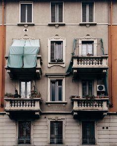 Bella Milano.  Ho seguito i consigli sull'editing di @emilio.turco chissà se funzionano . #straightfacade  Milan  #VSCOcam by puma_36