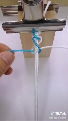 Diy Friendship Bracelets Tutorial, Diy Bracelets Easy, Friendship Bracelet Patterns, Bracelet Tutorial, Macrame Tutorial, Diy Crafts Hacks, Diy Crafts Jewelry, Diy Crafts For Gifts, Bracelet Crafts