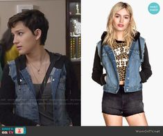 Audrey's denim jacket with black sleeves on Scream.  Outfit Details: https://wornontv.net/51075/ #Scream