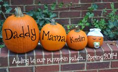 5 Boo-tiful Halloween Pregnancy Announcement Ideas - Baby News - Pregnant Women Pumpkin Pregnancy Announcement, Fall Pregnancy Announcement, Halloween Pregnancy Announcement, Pregnancy Photos, Pregnancy Tips, Fall Birth Announcement, Second Pregnancy, Pregnancy Workout, Maternity Pictures