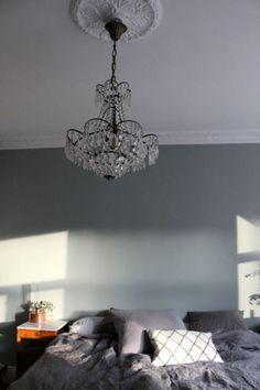 Greys & chandeliers Via tant johanna Compact Living, Dark Interiors, Interior Decorating, Interior Design, Bedroom Vintage, Home Decor Bedroom, Cozy House, Decoration, Sweet Home