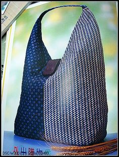Sac à main simple avec Motif . Sewing Hacks, Sewing Tutorials, Sewing Projects, Hobo Bag Tutorials, Sacs Tote Bags, Tote Purse, Purse Patterns, Sewing Patterns, Tote Pattern