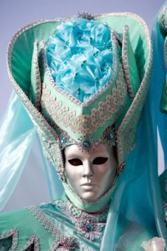 Venetian costume and silver mask - turquoise Venetian Costumes, Venetian Carnival Masks, Carnival Of Venice, Venetian Masquerade, Masquerade Ball, Venice Carnivale, Venice Mask, Venitian Mask, Costume Venitien
