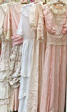 Vintage dresses How soft they look! It would be like wearing a spring sigh Vintage Outfits, Robes Vintage, Vintage Dresses, Vintage Fashion, Vintage Love, Vintage Beauty, Vintage Ladies, Romantic Outfit, Antique Clothing