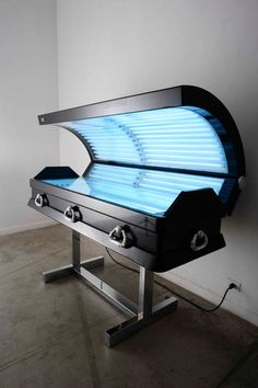 Luciano Podcaminsky - Sundead, a suntanning coffin by Argentinian artist Luciano Podcaminski
