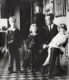 King Albert I, Queen Elisabeth and their children Leopold, Charles and Marie-José