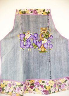 Avental pintado à mão, confeccionado em tecido de algodão jeans com opções de temas a serem pintados, totalmente artesanal. <br>Verificar disponibilidade do tecido de acabamento.