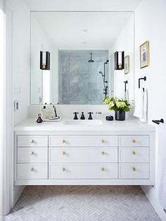 Beautiful all white bathroom design with chevron floor detailing All White Bathroom, Small Bathroom, Master Bathroom, Modern Bathroom, Bathroom Sinks, Shared Bathroom, Brass Bathroom, Bathroom Cabinets, Bad Inspiration