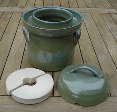 Sauerkraut pot 2 liters old green stoneware Fermenting Jars, Fermentation Crock, Crock Pickle Recipe, Sauerkraut Crock, Baking Clay, Ceramic Wall Art, Pickle Jars, Ceramic Tableware, Thrown Pottery
