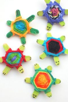 Weaving Cute Baby Turtles Using God's Eye Weaving Pattern, You can find Turtles and more on our website.Weaving Cute Baby Turtles Using God's Eye Weaving Pattern, Kids Crafts, Crafts To Do, Projects For Kids, Baby Crafts, Crafts With Yarn, Creative Crafts, Summer Art Projects, Crafts For Seniors, Preschool Crafts
