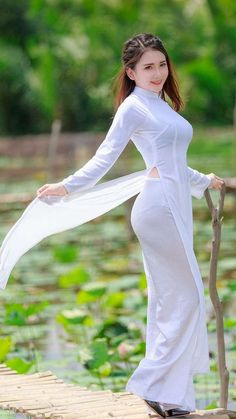 Asian Woman in white dress – Hot Models Vietnamese Traditional Dress, Vietnamese Dress, Traditional Dresses, Ao Dai, Curvy Women Fashion, Asian Fashion, Look Fashion, Sexy Outfits, Sexy Dresses