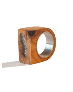 Wood and aluminum ring. The wood essence here used is yew: yew is a quite uncommon wood, once very common in Europe.