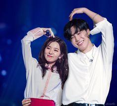 Jimin x Seulgi Jimin Seulgi, Kang Seulgi, Kpop Couples, Cute Couples, K Pop, Korean Best Friends, Autumn Instagram, Perfect Husband, Bts Girl