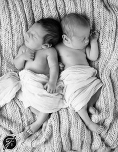 twin boys newborn pictures