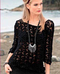 Просторный пуловер с ажурным узором спицами