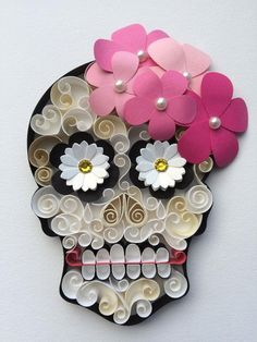 Calavera Mexicana / Sugar Skull with colourfu - Quilling Paper Crafts Quilled Paper Art, Quilling Paper Craft, Paper Crafts, Quilling Patterns, Quilling Designs, Quilling Ideas, Mexican Skulls, Mexican Folk Art, Day Of The Dead Art