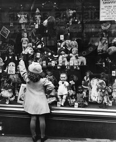 Christmas Window Shopping c.1932 via via Mary Evans Picture Library / Everett Collection